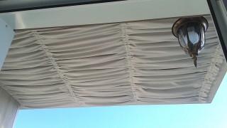 Драпировка потолка гардиной на балконе Оболонь