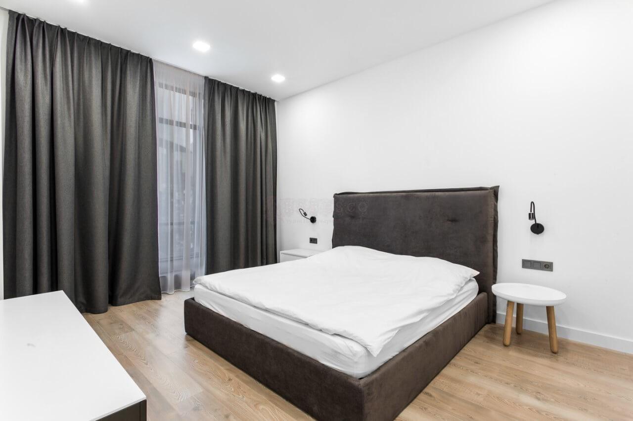 Классические шторы для спальни в ЖК Pechersk Sky